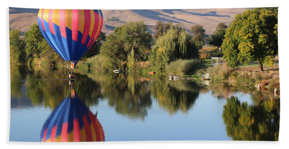 Prosser Bath Sheet featuring the photograph Touchdown On The Yakima River by Carol Groenen