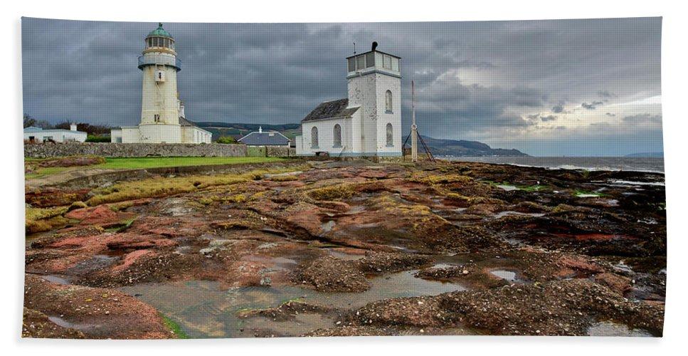 Lighthouse Hand Towel featuring the photograph Toward Lighthouse by Gary Eason