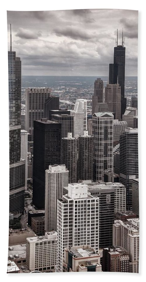 Chicago Bath Sheet featuring the photograph Towers Of Chicago by Ken Smith