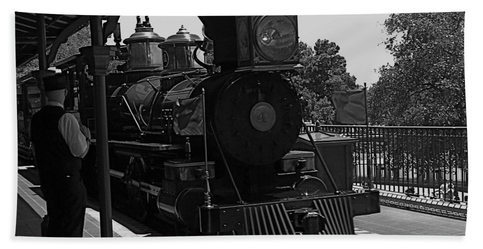 Black And White Bath Sheet featuring the photograph Train Ride Magic Kingdom Black And White by Thomas Woolworth