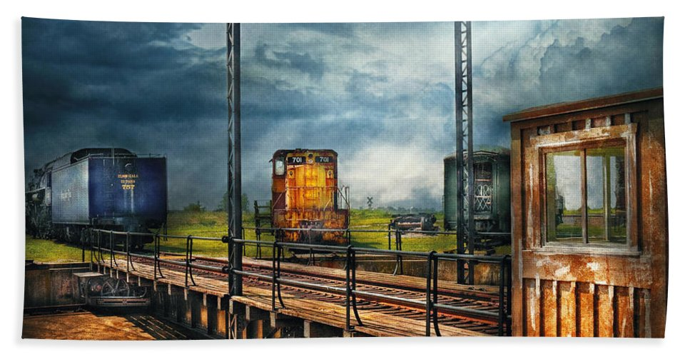 Savad Bath Sheet featuring the photograph Train - Yard - On The Turntable by Mike Savad