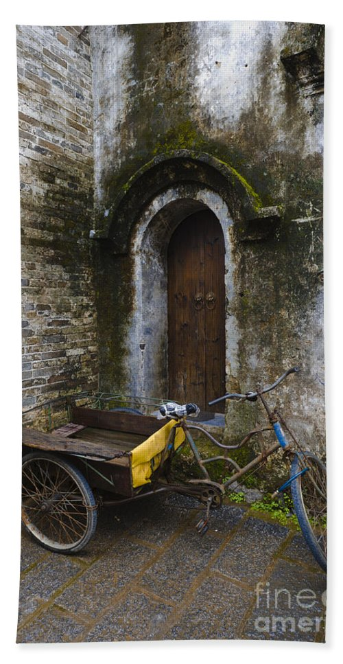 Tricycle Bath Sheet featuring the photograph Tricycle Parked In Alleyway by John Shaw