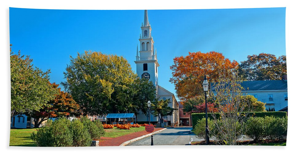 Newport Bath Sheet featuring the photograph Trinity Church In Queen Anne Square In Newport by Mitchell R Grosky
