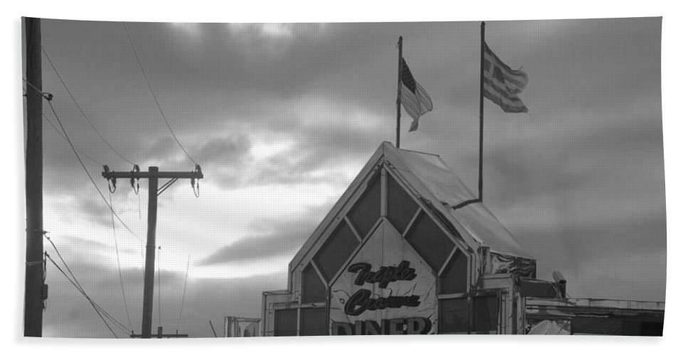 Scenic Hand Towel featuring the photograph Triple Crown Diner In Black And White by Rob Hans