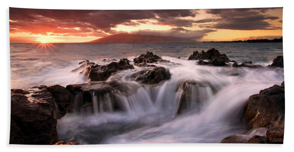 Hawaii Bath Towel featuring the photograph Tropical Cauldron by Mike Dawson