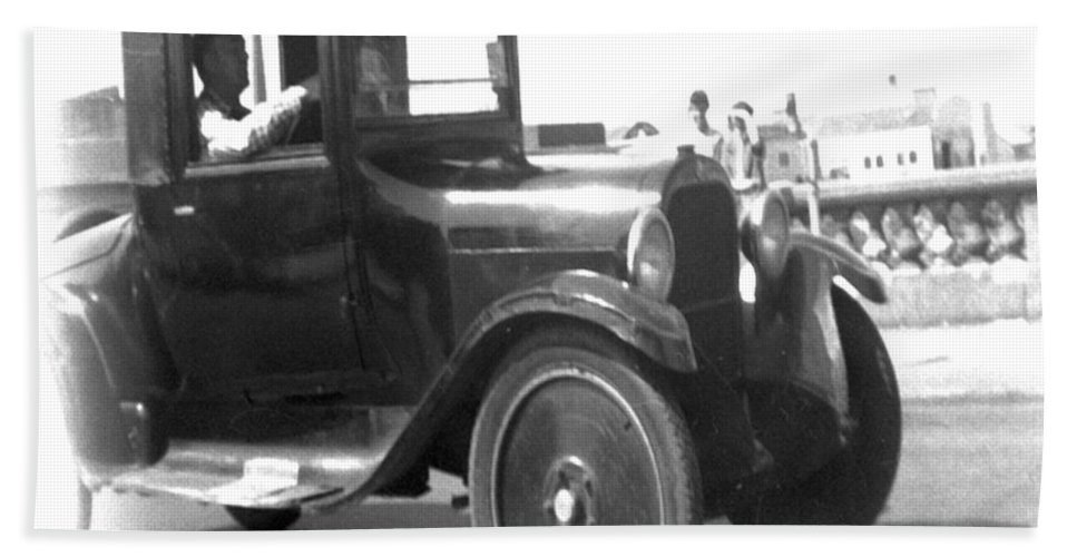 Black And White Hand Towel featuring the photograph Truck Vintage by Cathy Anderson