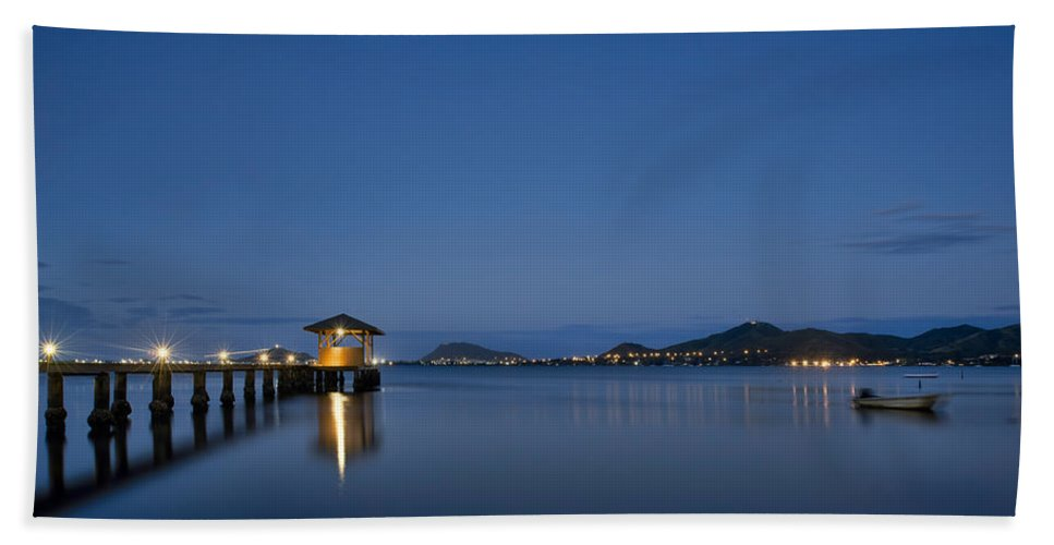 Hawaii Hand Towel featuring the photograph True Blue Hour by Dan McManus