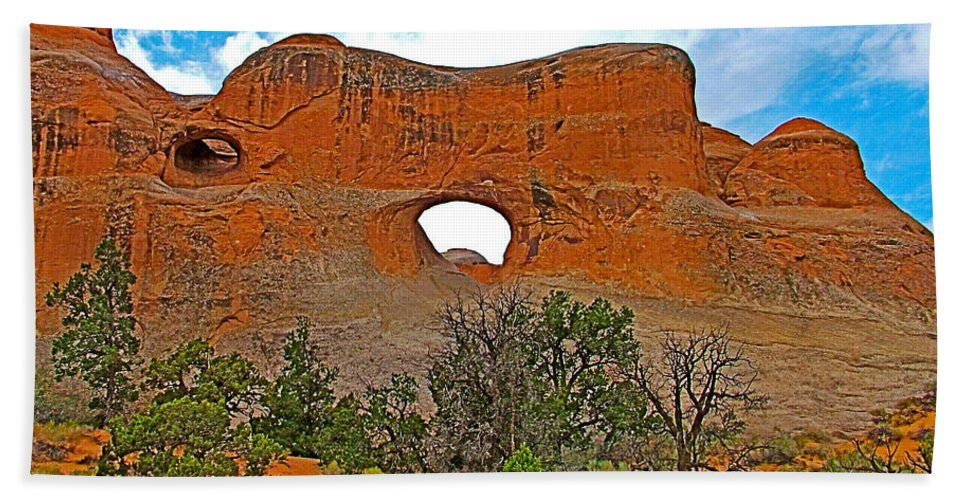Tunnel Arch On Devils Garden Trail In Arches National Park Bath Sheet featuring the photograph Tunnel Arch On Devils Garden Trail In Arches National Park-utah In Arches National Park-utah by Ruth Hager