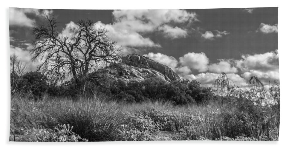 Cutts Nature Photography Hand Towel featuring the photograph Turkey Hill Bw by David Cutts