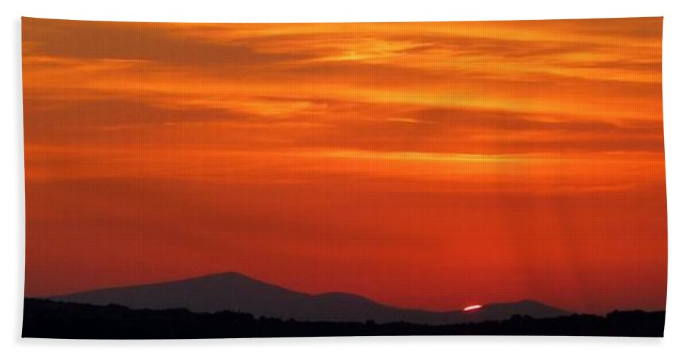 Nature Hand Towel featuring the photograph Tuscan Sunset by Richard Rutan