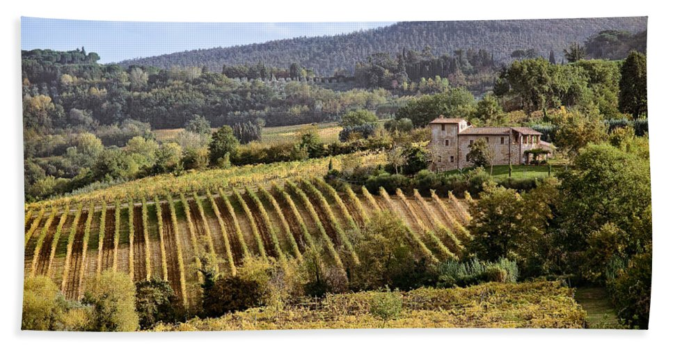 Tuscany Bath Towel featuring the photograph Tuscan Valley by Dave Bowman