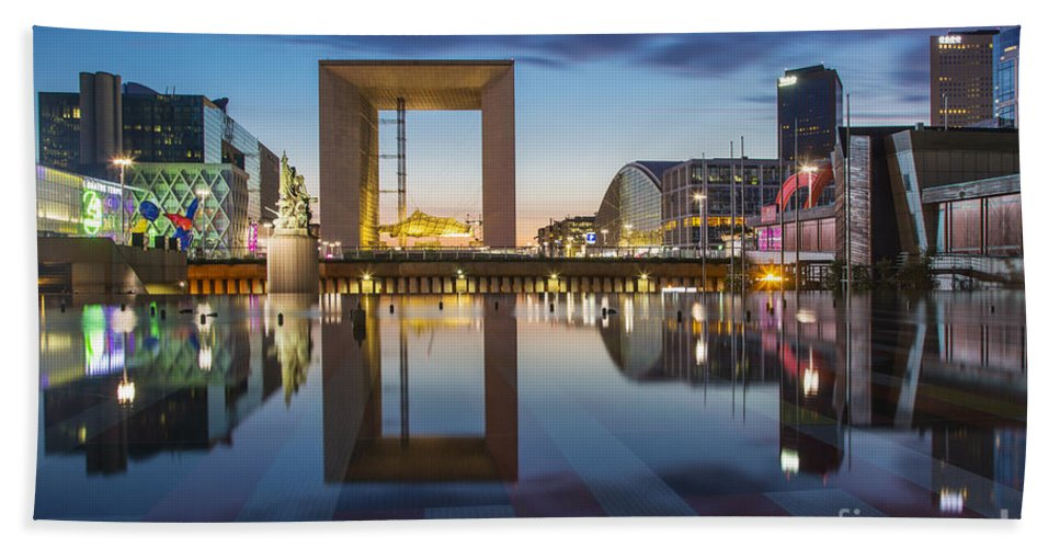 Arch Bath Sheet featuring the photograph Twilight At La Defense by Brian Jannsen