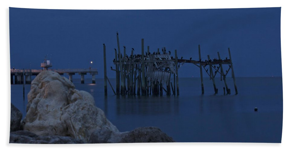 Florida Hand Towel featuring the photograph Twilight On The Gulf by Penny Meyers