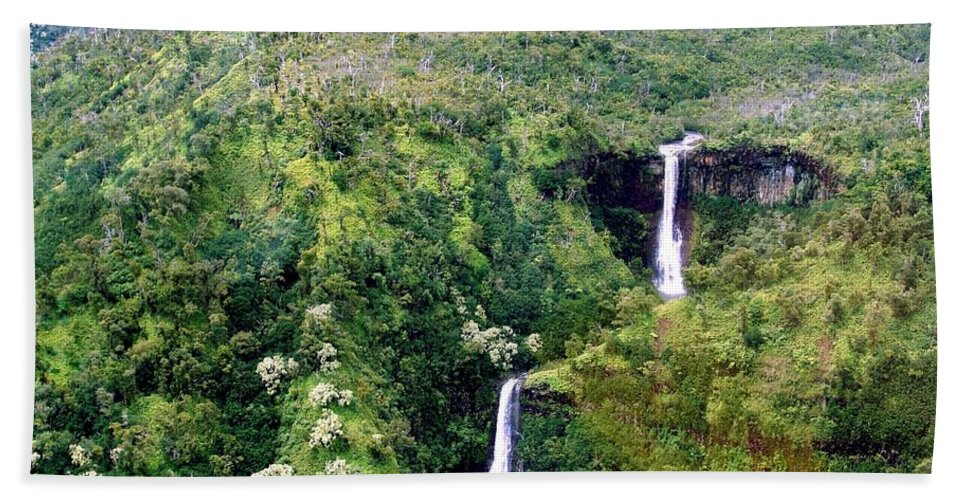 Waterfall Hand Towel featuring the photograph Twin Falls by Eric Swan