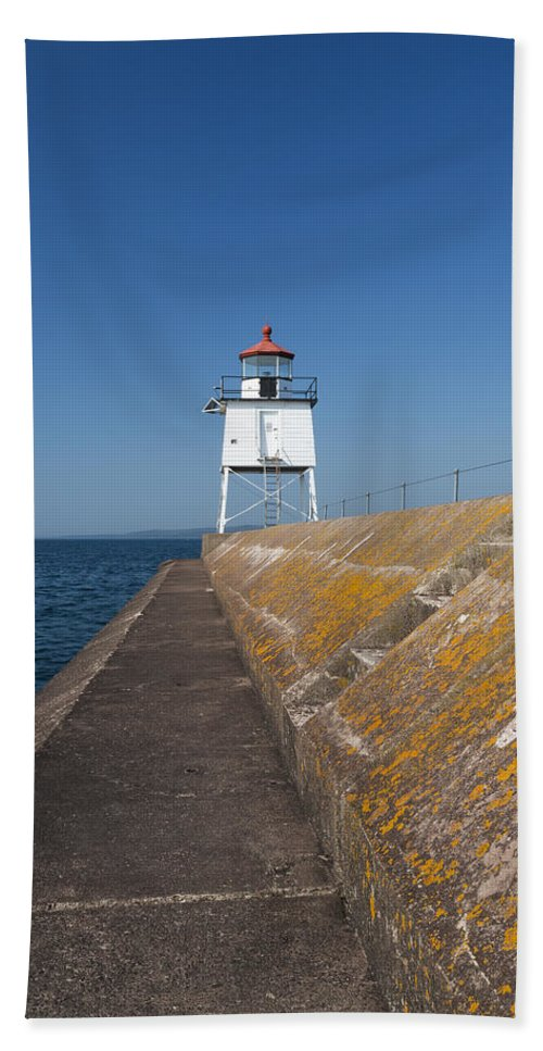 Two Harbors Bath Sheet featuring the photograph Two Harbors Mn Pier Light 10 by John Brueske