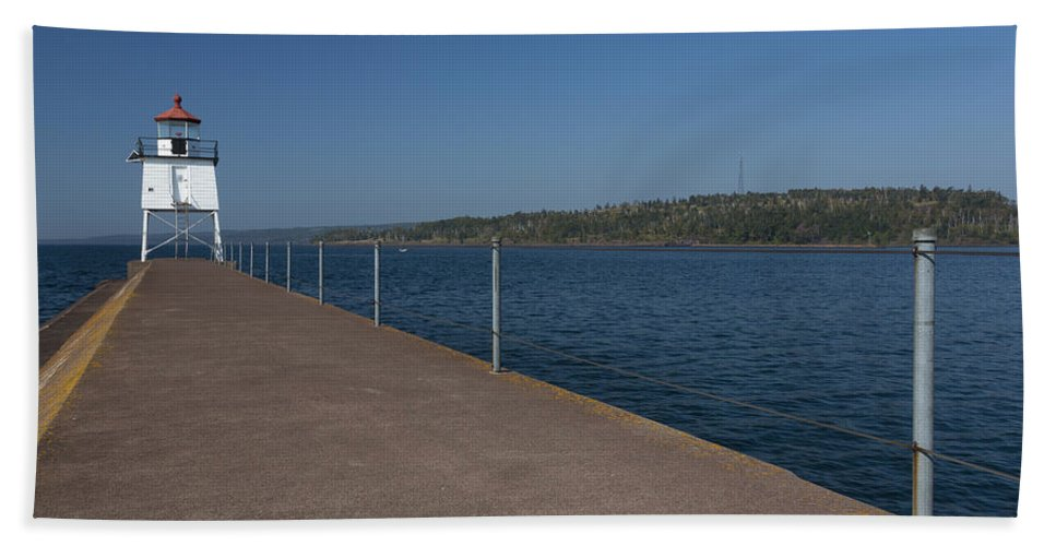 Two Harbors Bath Sheet featuring the photograph Two Harbors Mn Pier Light 12 by John Brueske