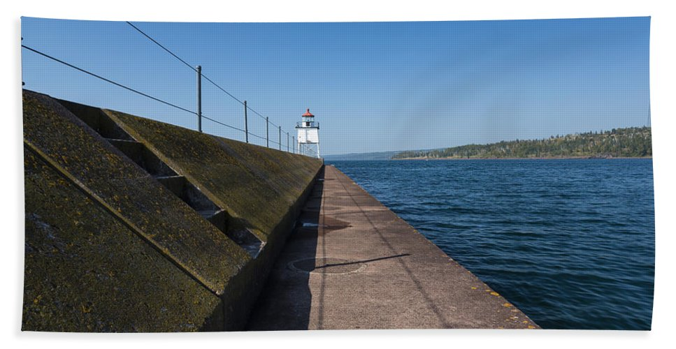 Two Harbors Bath Sheet featuring the photograph Two Harbors Mn Pier Light 14 by John Brueske