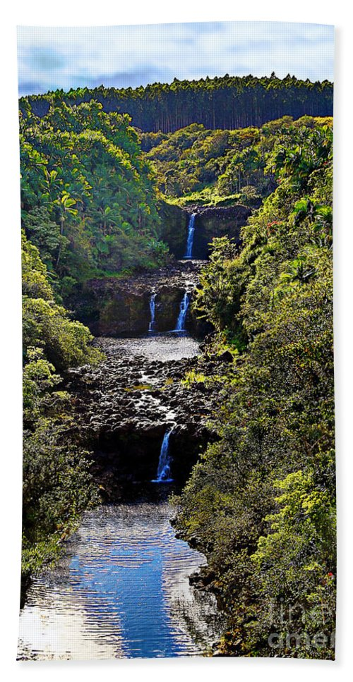 Umauma Falls Hand Towel featuring the photograph Umauma Falls II by Patricia Griffin Brett