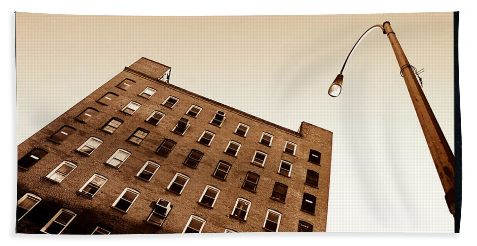 New York Hand Towel featuring the photograph Under The Street Lamp by Donna Blackhall