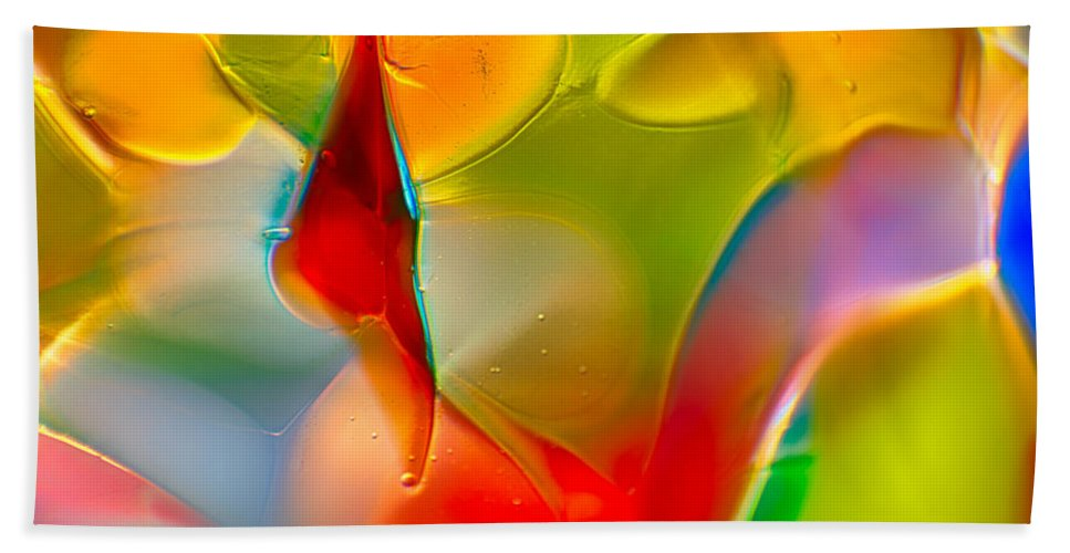 Glass Hand Towel featuring the photograph Underwater Welcome by Omaste Witkowski