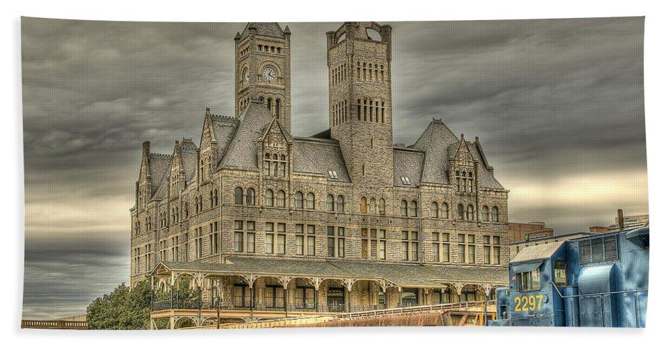 Nashville Bath Sheet featuring the photograph Union Station by Brett Engle