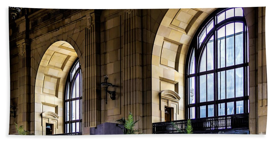 Kansas Hand Towel featuring the photograph Union Station by Jon Burch Photography