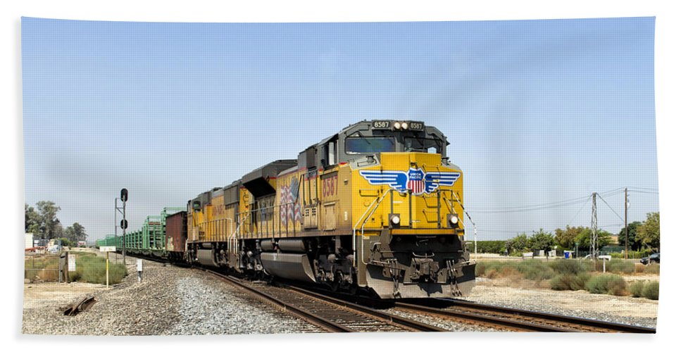 California Hand Towel featuring the photograph Up 8587 Southbound From Traver by Jim Thompson