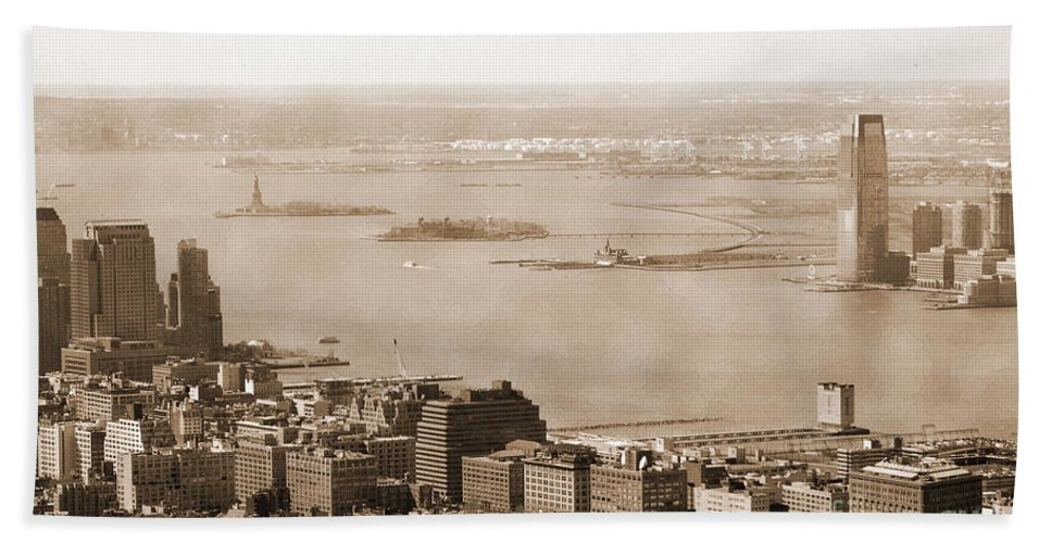 Upper Bay Hand Towel featuring the photograph Upper New York Bay Vintage by RicardMN Photography