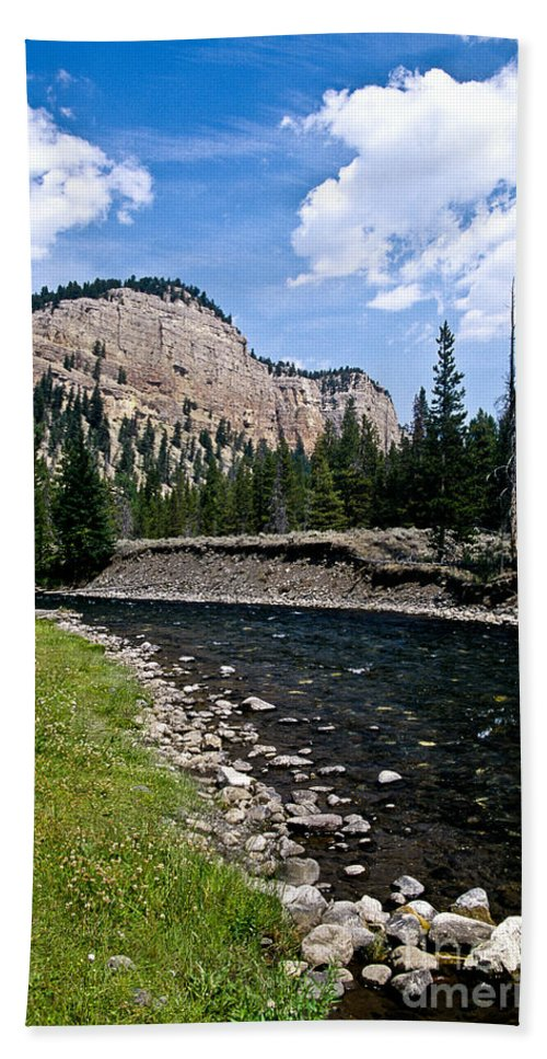 Landscape Bath Towel featuring the photograph Upriver In Washake Wilderness by Kathy McClure