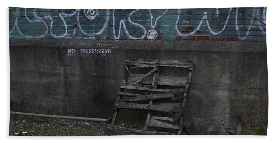 Graffiti Bath Sheet featuring the photograph Urban Artistry One by Cathy Anderson