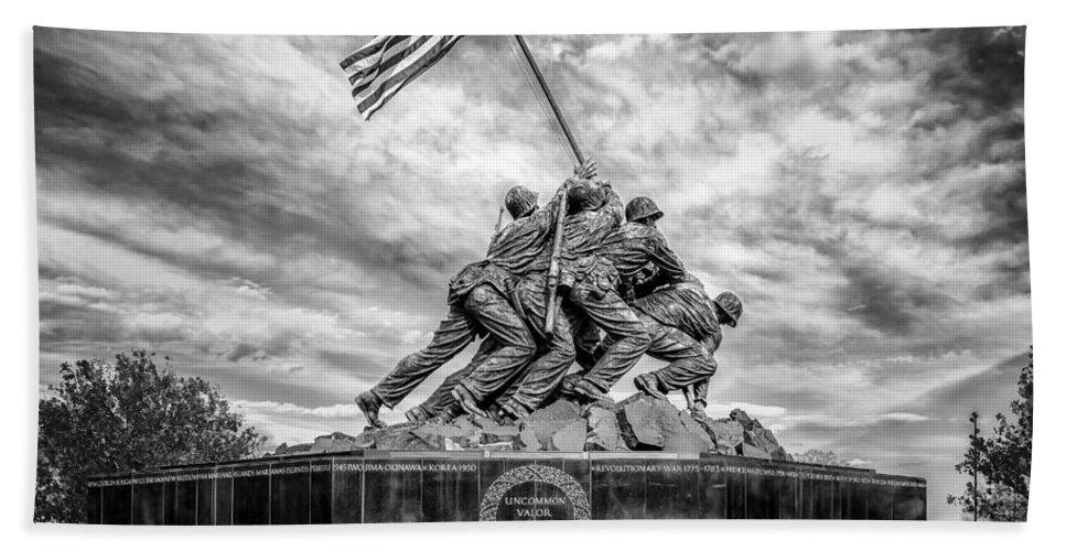 Iwo Jima Bath Towel featuring the photograph Usmc Iwo Jima Memorial Bw by Susan Candelario