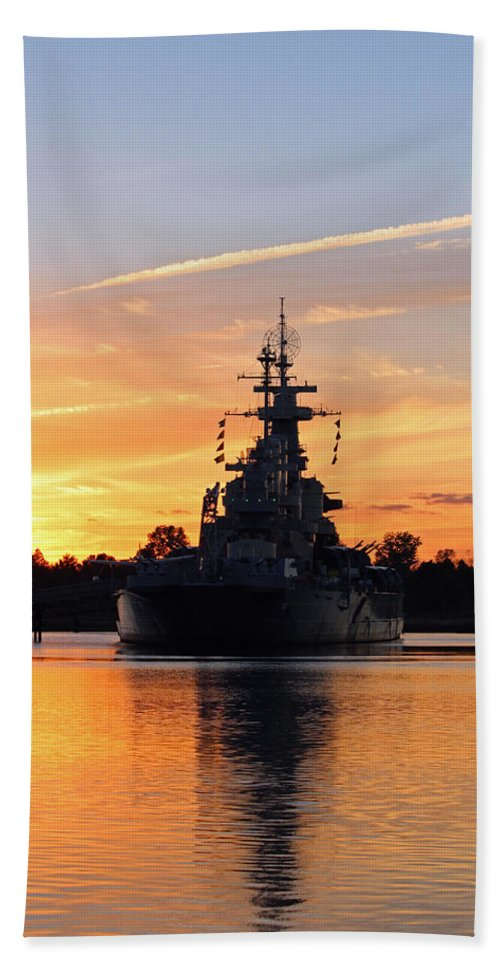 Wilmington Hand Towel featuring the photograph Uss Battleship by Cynthia Guinn