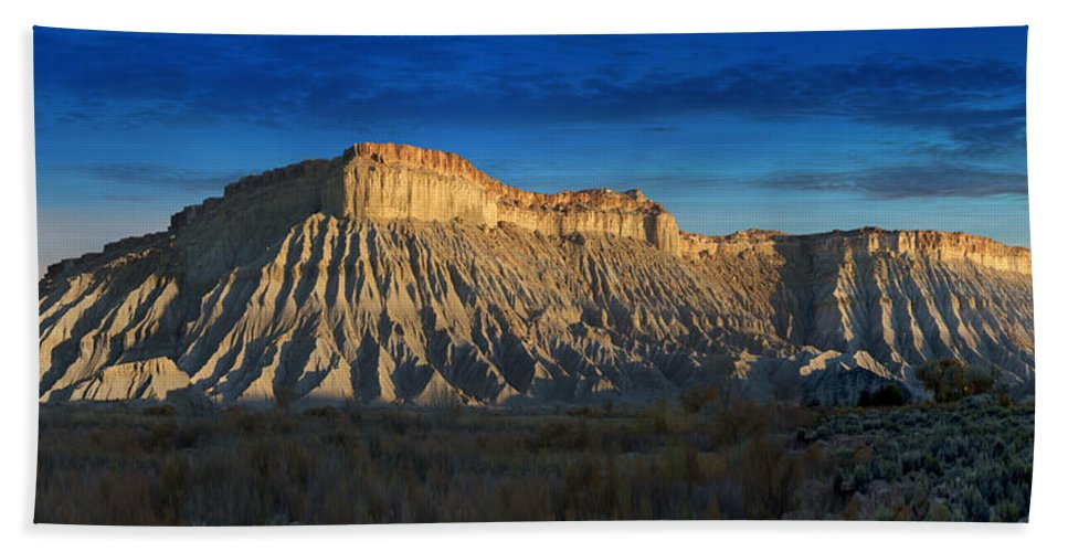 Landscape Hand Towel featuring the photograph Utah Outback 40 Panoramic by Mike McGlothlen