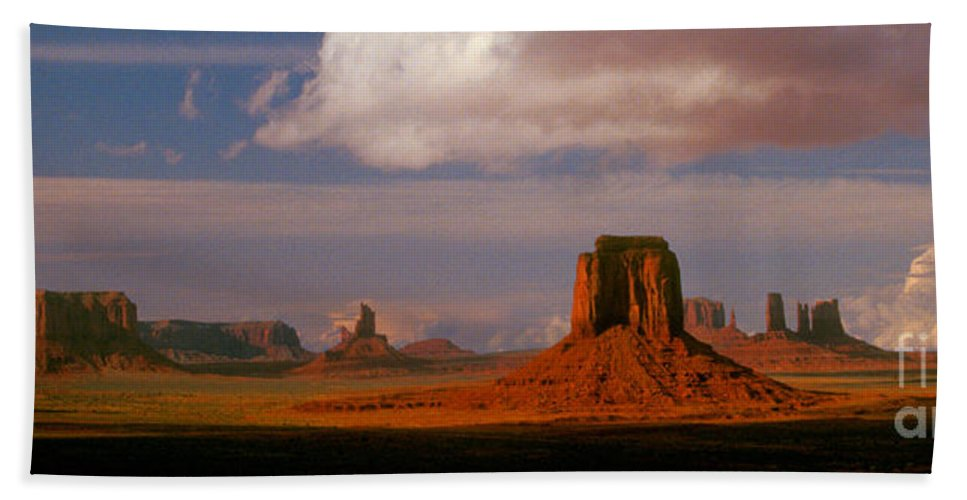 Desert Bath Towel featuring the photograph Valley Floor by Paul W Faust - Impressions of Light