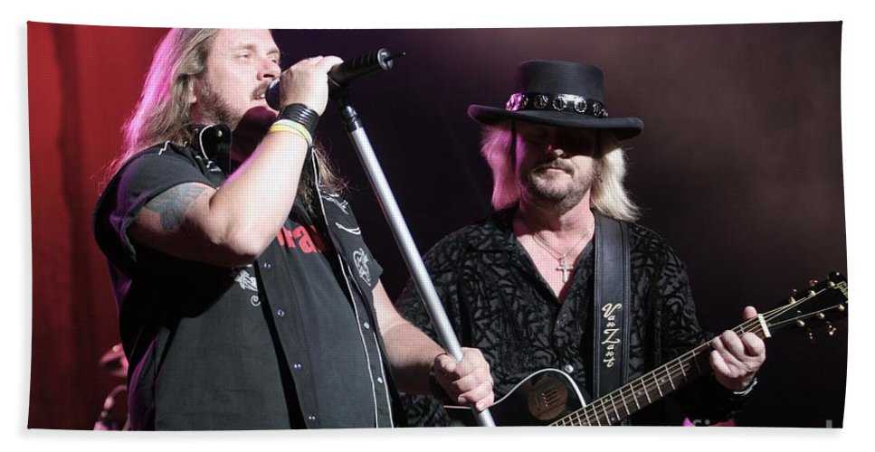 Johnny Van Zant Hand Towel featuring the photograph Van Zant - Johnny With Donnie by Concert Photos