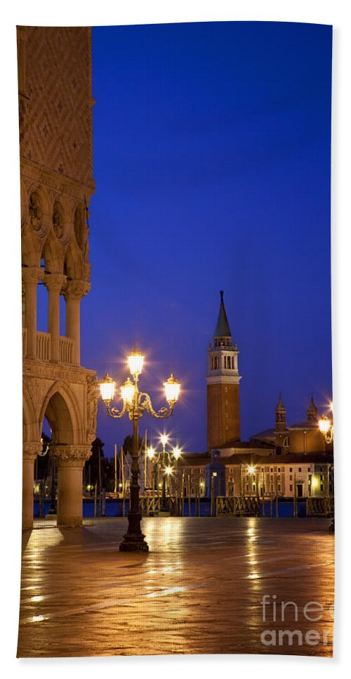 Dawn Bath Sheet featuring the photograph Venice Twilight by Brian Jannsen