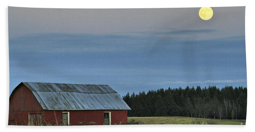 Moon Hand Towel featuring the photograph Vermont Full Moon by Deborah Benoit