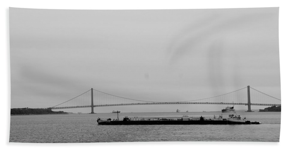 Harbor Hand Towel featuring the photograph Verrazano Bridge In Black And White by Rob Hans