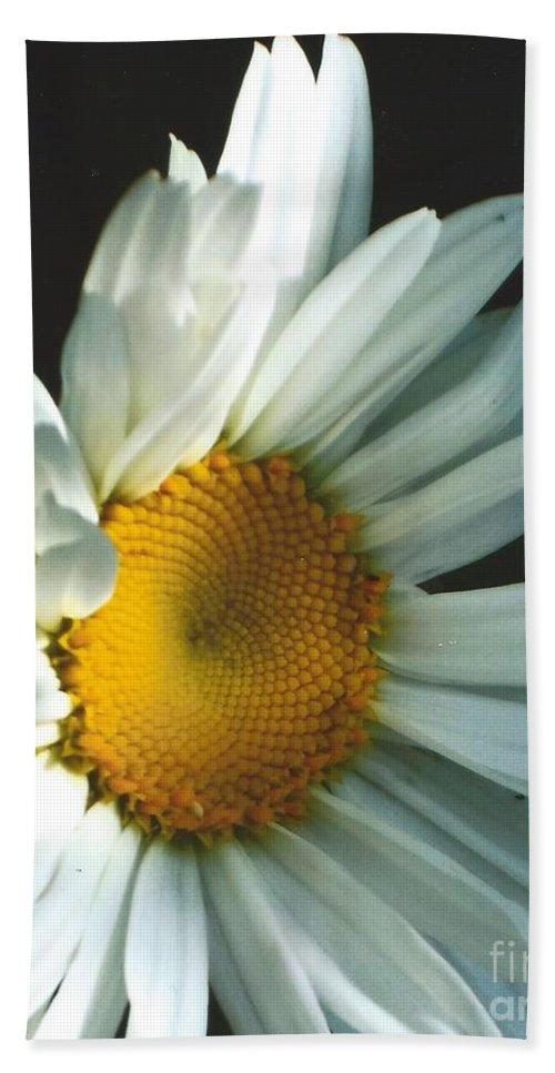 Daisy Bath Sheet featuring the photograph Vertical Daisy by Jane Butera Borgardt