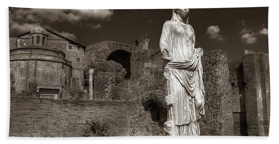 Rome Bath Sheet featuring the photograph Vestal Virgin Courtyard Statue by Michael Kirk