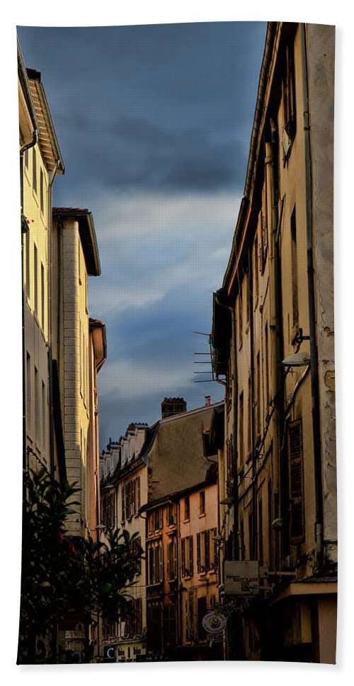 Europe Hand Towel featuring the photograph Vienne France by Tom Prendergast