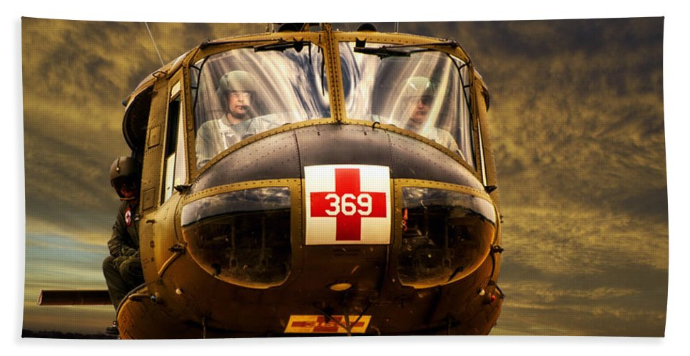 Dust Off Bath Towel featuring the photograph Vietnam Era Medivac 369 Helicopter by Thomas Woolworth