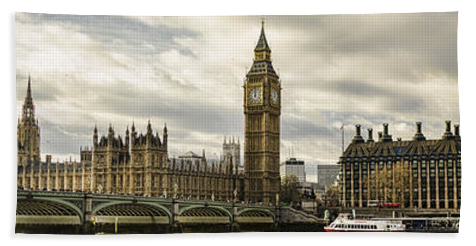 Panoramic Bath Sheet featuring the photograph View From Southbank by Heather Applegate