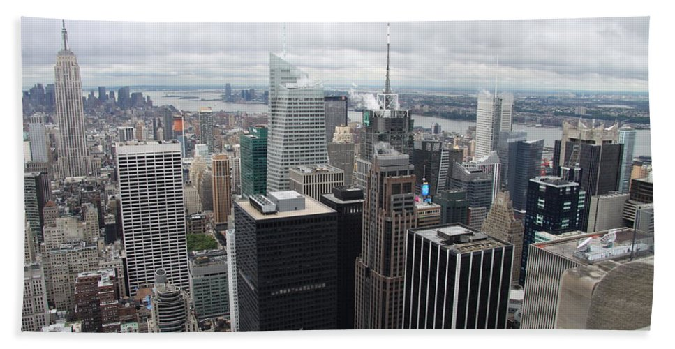Skyline Hand Towel featuring the photograph View Over Manhattan by Christiane Schulze Art And Photography