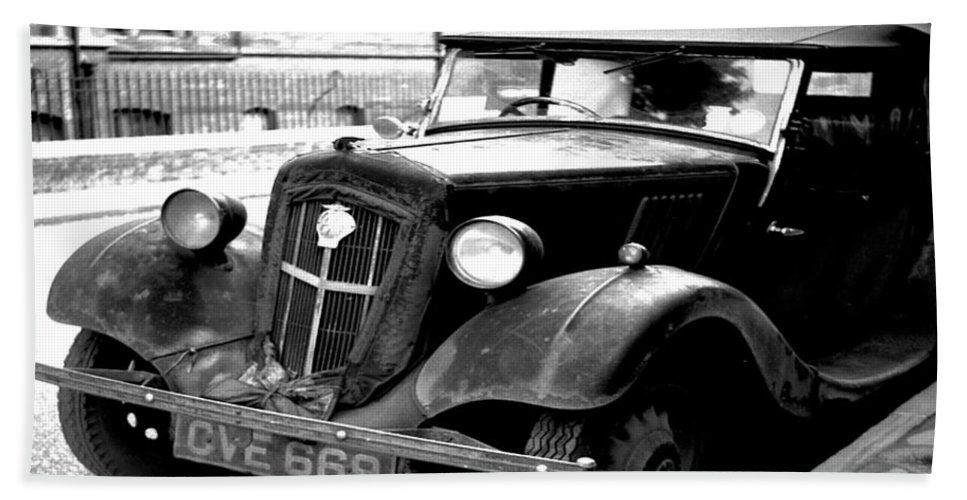 Vintage Automobile Bath Sheet featuring the photograph Vintage Autocar II by Cathy Anderson