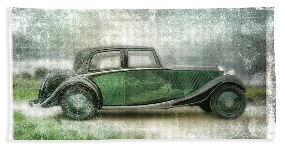 Vintage Hand Towel featuring the digital art Vintage Rolls Royce by David Ridley