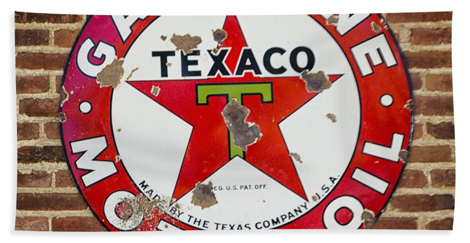 Vintage Hand Towel featuring the photograph Vintage Texaco Gasoline Sign Dsc07195 by Greg Kluempers