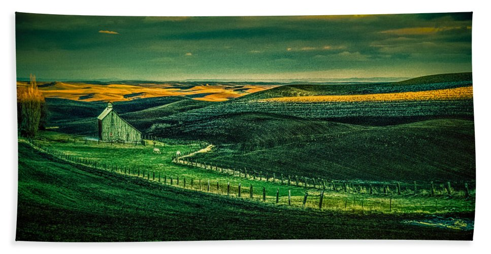 Barn Hand Towel featuring the photograph Washington Barn 6 by Mike Penney