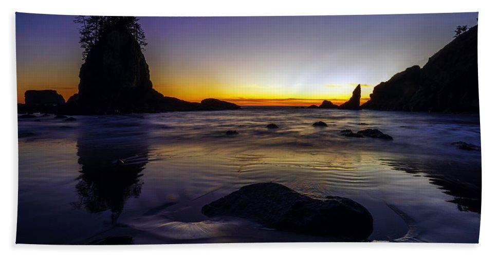 Washington Coast Bath Sheet featuring the photograph Washington Coast Tides Retreat by Mike Reid