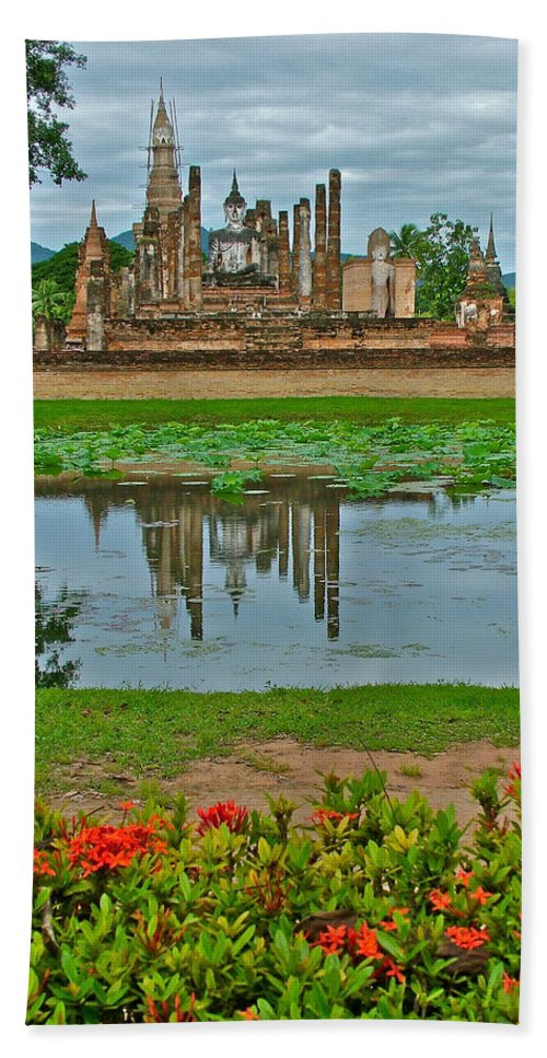 Wat Mahathat Reflection In 13th Century Sukhothai Historical Park Bath Sheet featuring the photograph Wat Mahathat In13th Century Sukhothai Historical Park-thailand by Ruth Hager